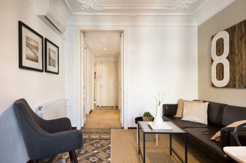 Vista parcial de la sala de estar y el pasillo