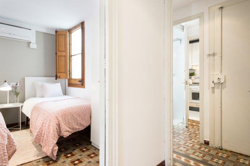 Vista parcial del segundo dormitorio y el pasillo