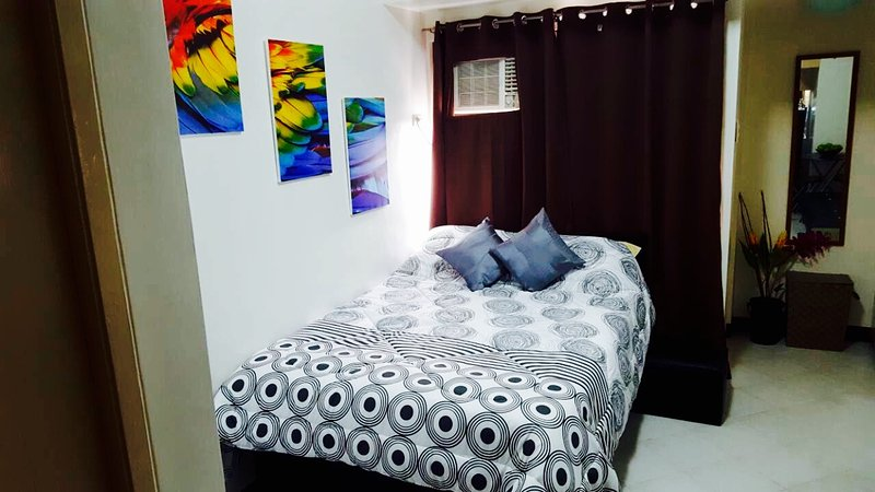 Furnished Studio Condo with WiFi and Cable TV in Malate Manila., vacation rental in Manila