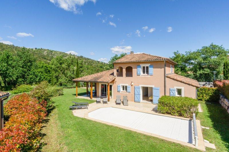 Villa Jaulet voor 10 personen met privézwembad, Ferienwohnung in Vallon-Pont-d'Arc