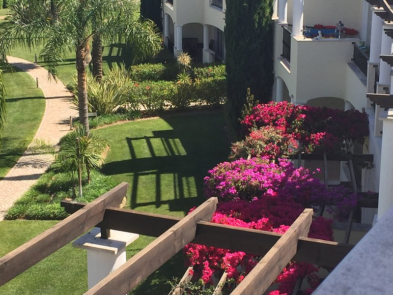 Fantastic Spacious Modern 4 Bedroom House, holiday rental in Vilamoura