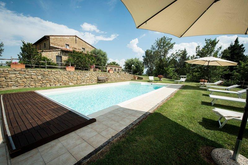 Poggio Santa Cecilia Villa Sleeps 14 with Pool Air Con and WiFi - 5570871, holiday rental in Rapale