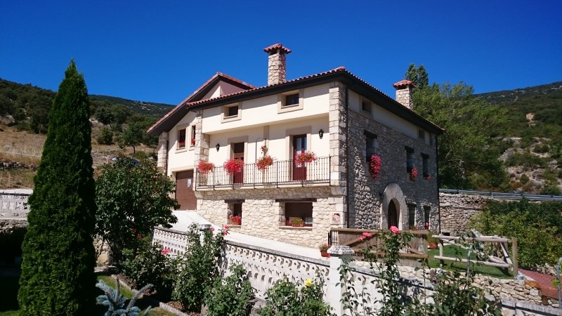 CASA RURAL EN VALDENOCEDA (BURGOS), holiday rental in Puente-Arenas