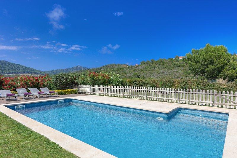 Tamariu Holiday Home Sleeps 8 with Pool - 5425177, aluguéis de temporada em Tamariu