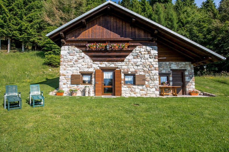 Chalet CASA PENDOLA, vacation rental in Telve