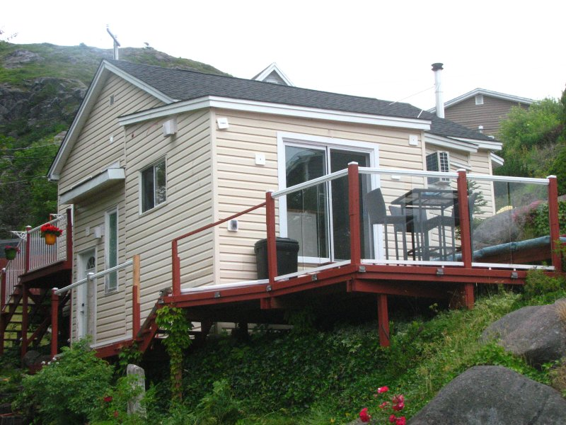 Luxury Inspired  Harbourside Cottage in Petty Harbour, Newfoundland, holiday rental in Witless Bay