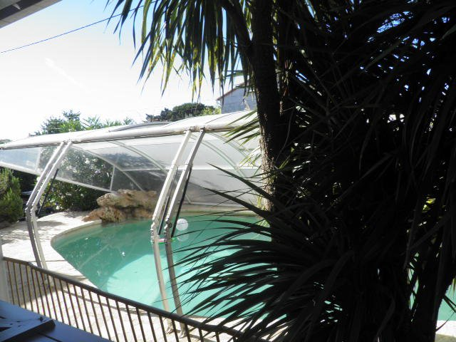 villa provençal avec piscine de 10 personnes, holiday rental in Bessan