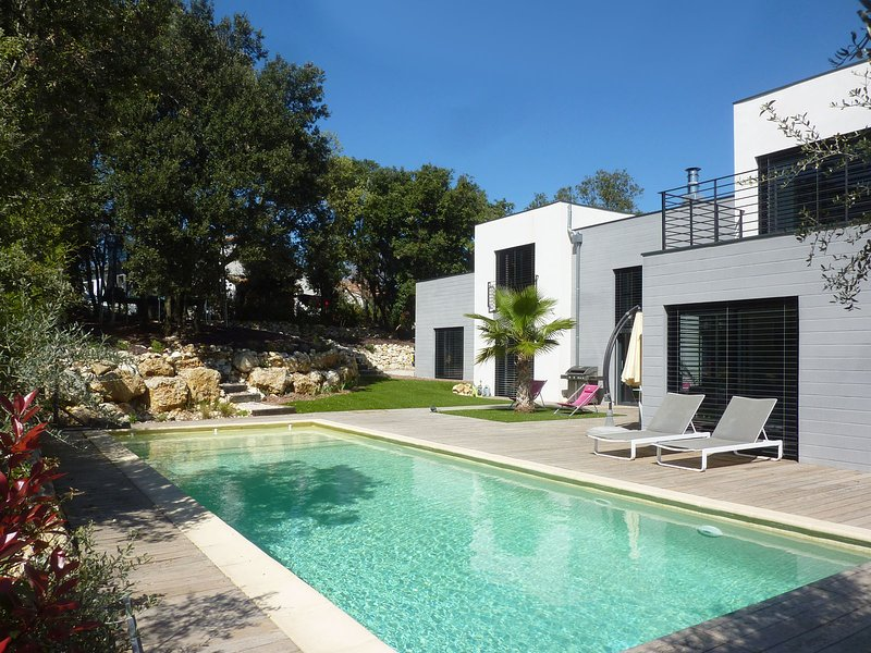 Villa d'Architecte avec Piscine entre Mer et Cévennes proche Montpellier, aluguéis de temporada em Les Matelles