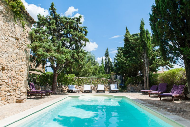 Charming Gite w private terrace shared heated pool (2 other gites) in Corbieres, vacation rental in Thezan-des-Corbieres