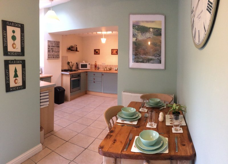 Traditional Cosy Chalk Stone Cottage, Puffins Nest, vacation rental in Bridlington