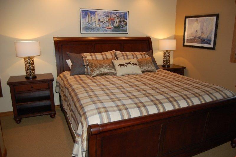 Conseguir una buena noche de sueño en una de las amplias habitaciones.