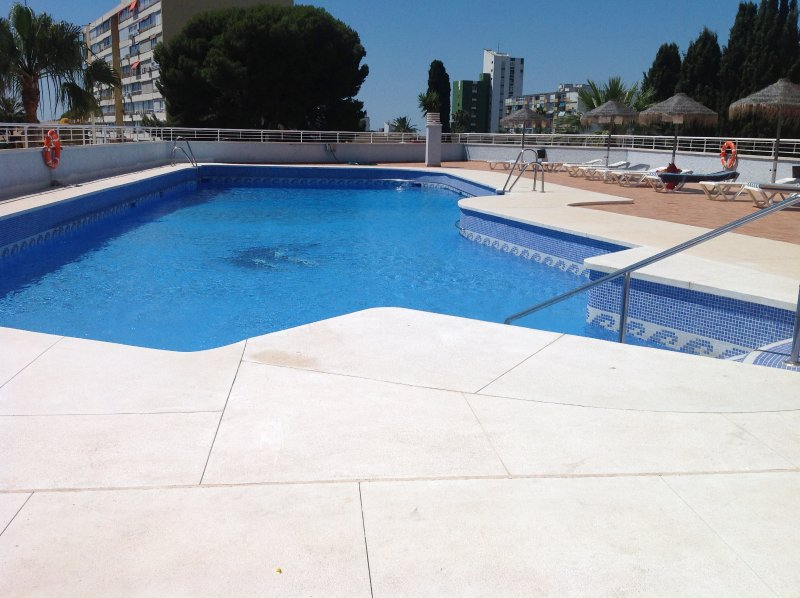 A beautiful two bedroom apartment close to all amenities., holiday rental in Arroyo de la Miel