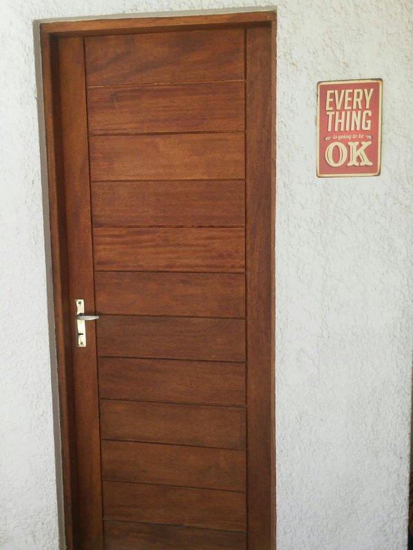 puerta de entrada del apartamento