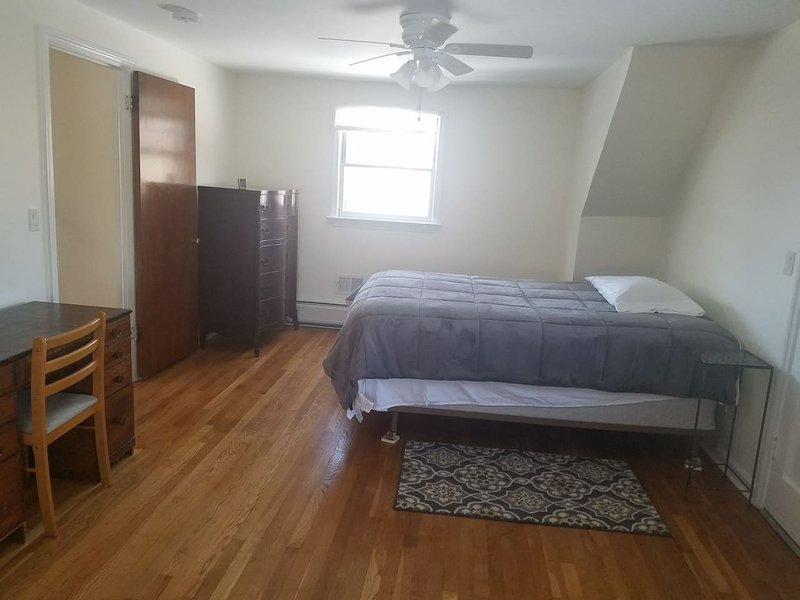 Big Sunny Room Cozy Stay female guest only, holiday rental in Hackensack