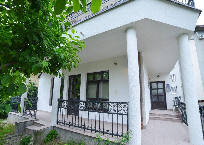 Moment Apartmani - hostel - lovely place to stay in Tuzla, aluguéis de temporada em Bjelasnica