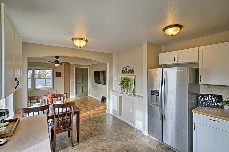 Recientemente renovado, este acogedor unidad ofrece todas las comodidades modernas y comodidades del hogar.