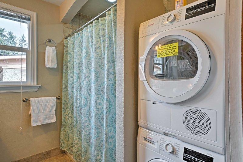 Una lavadora y secadora están disponibles en la unidad.