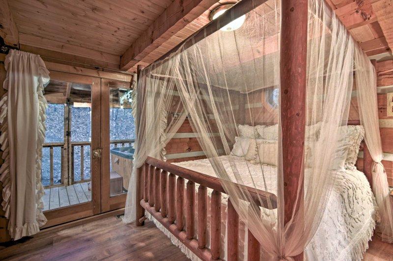 Sonhe facilmente no 1 quarto cheio de capricho mobiliado com uma cama king-size.