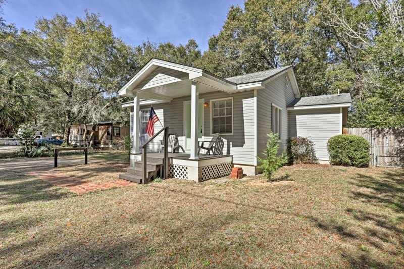 Escape to Pensacola at this lovely 2-bedroom, 2-bathroom vacation rental home!