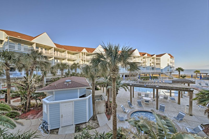 Find your beachside paradise at 'Sea Dream,' a vacation rental in Galveston.