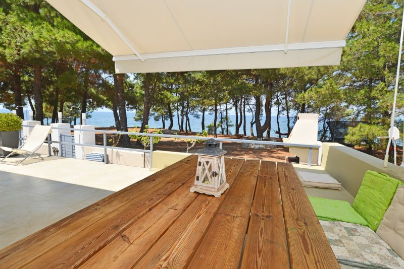Villa Asteras - a property first line from the sea, holiday rental in Skala Sotiros