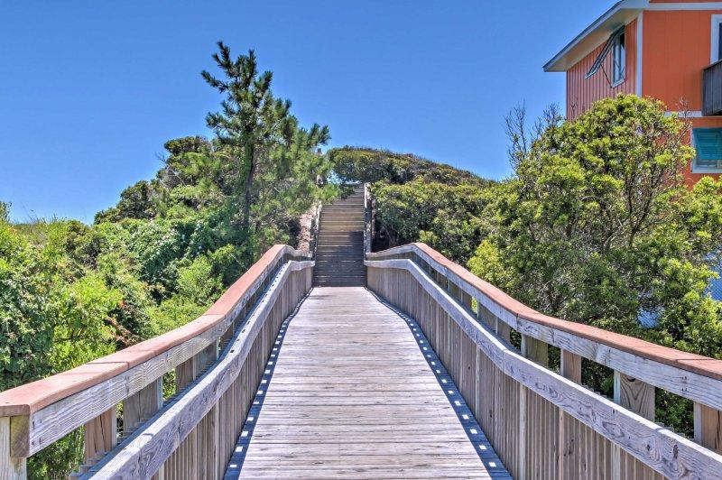 ¡Esta casa de Emerald Isle tiene todo lo que necesitas para un retiro familiar perfecto!