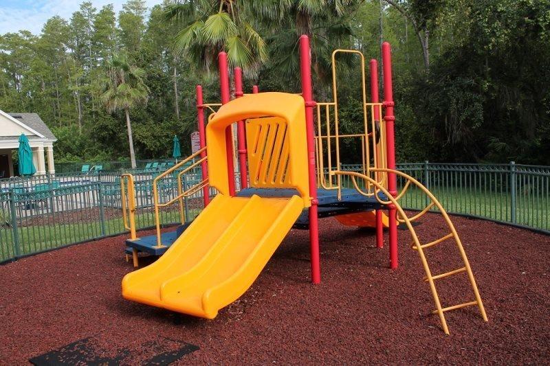 Playgrounds em todas as áreas da piscina
