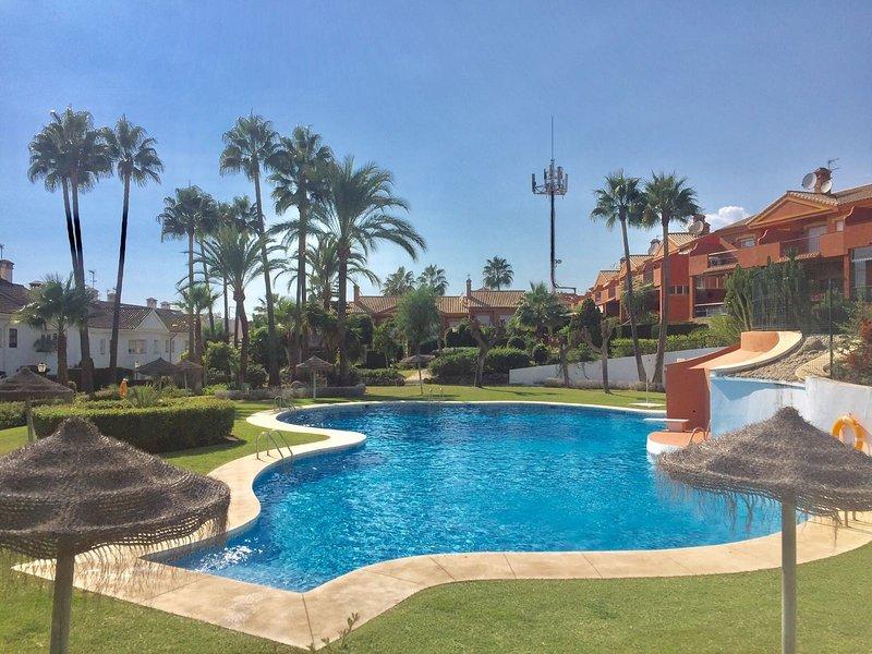 3 Bedroom/2 Bath Great Location - WiFi/Beach/Shops/Dining - Puerto Banus 15 min, vacation rental in Estepona