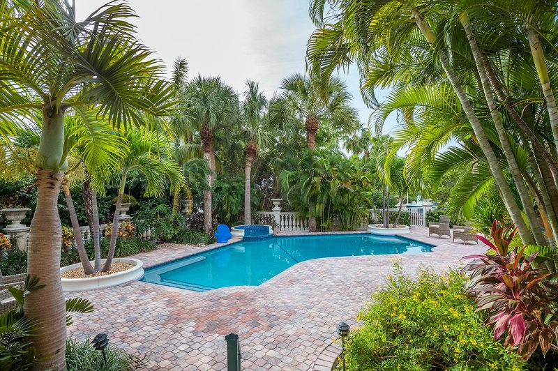 Exquisite Newly Remodeled 4 BR Key Colony Beach Home with