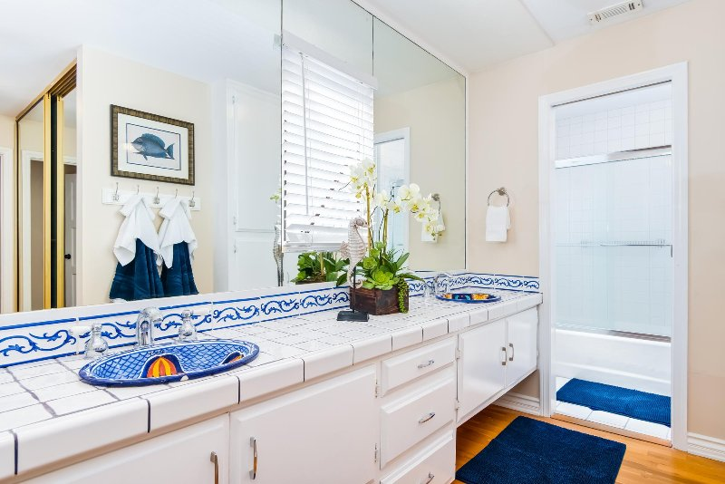 Enjoy double sinks and a shower/tub combination in the master bathroom.