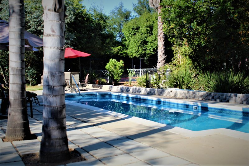 Peaceful 1 Acre Estate - Private Tennis Court and Pool, vacation rental in Escondido