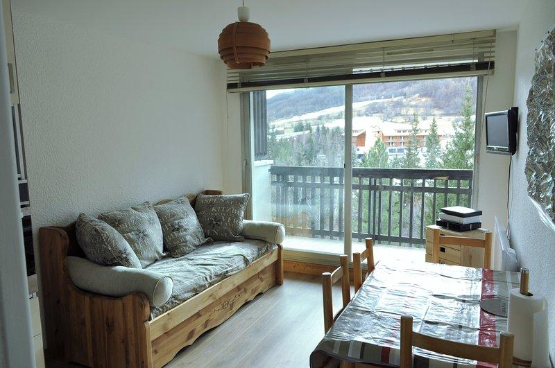 Appartement 4 personnes aux pied des pistes, holiday rental in La Salle les Alpes
