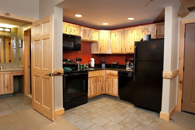 Prepare delicious meals in the wood-furnished kitchen