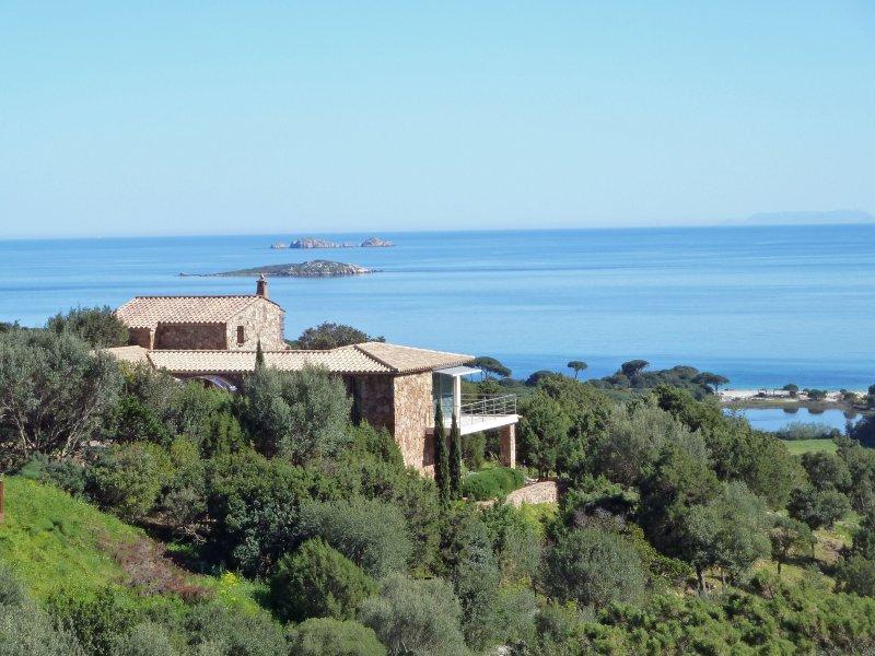 La posizione di Casa Mia si affaccia sulla spiaggia di Palombaggia