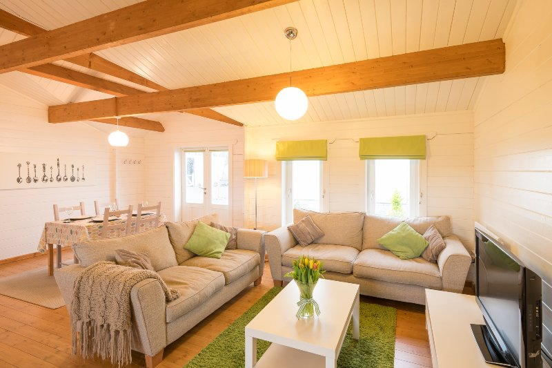 Duckpool Lodge - Fabulous Family-Friendly Log Cabin Close To Sandy Beaches, vakantiewoning in Bude-Stratton