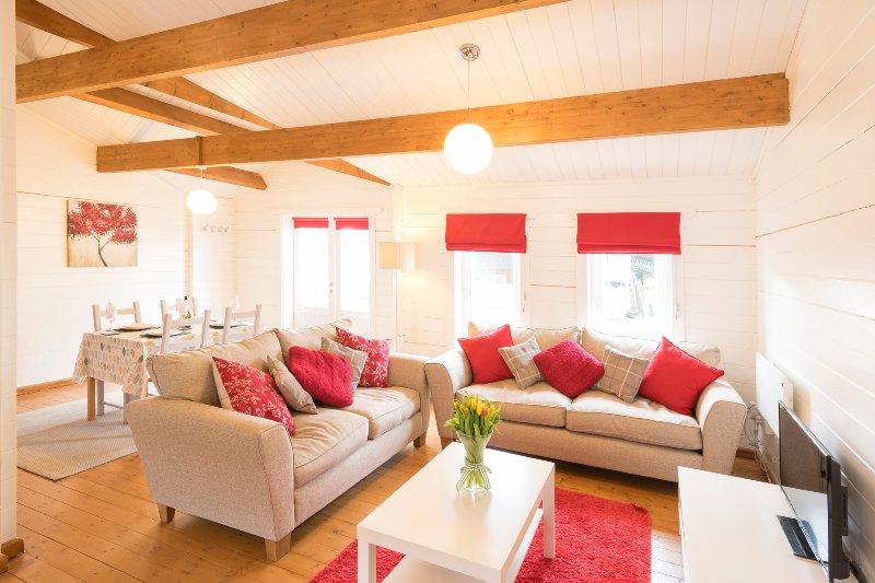 Sandymouth Lodge - Fabulous Family-Friendly Log Cabin Close To Sandy Beaches, alquiler vacacional en Kilkhampton