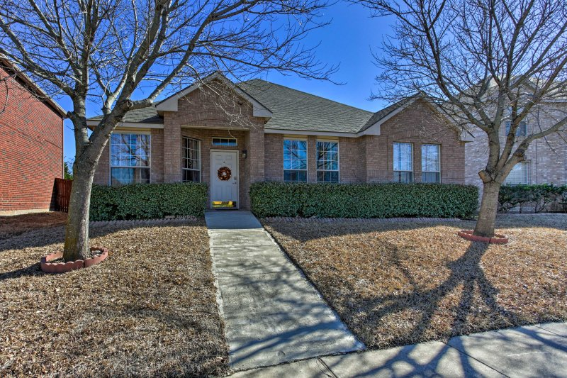 This Garland home has the ideal location to experience the attractions in Dallas