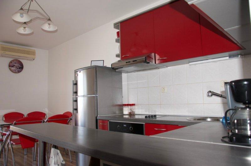 Apartman Viveniti red, holiday rental in Klenovica