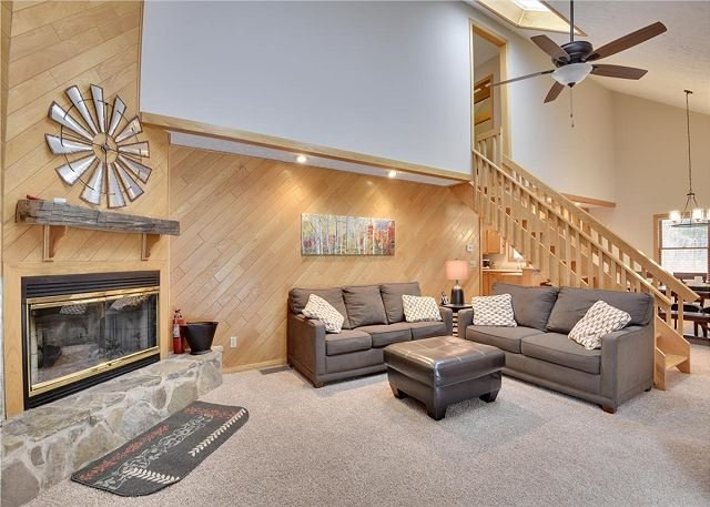 Recently renovated and freshly decorated-welcome to Mountain Getaway!, holiday rental in Canaan Valley