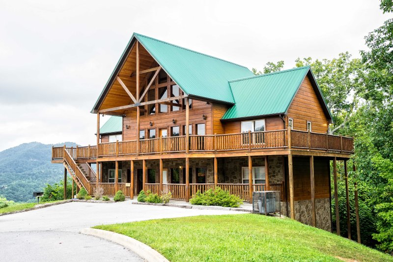 Escape to the Smoky Mountains at 'Wilderness Calls,' a 5-bedroom, 5-bathroom Pigeon Forge vacation rental cabin!