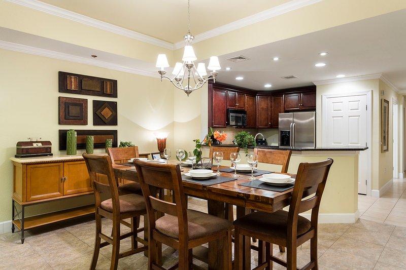 Condividi le feste di famiglia nell'elegante sala da pranzo.