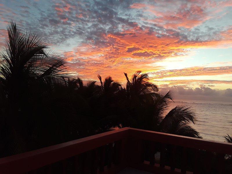 La salida del sol desde la cubierta de vecinos