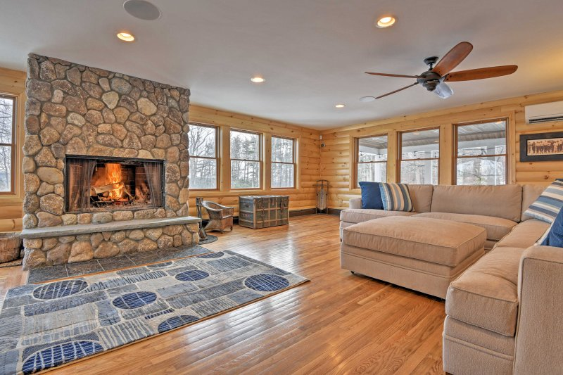 Spacious Belmont House: Perfect Christmas Hideaway, vacation rental in Northfield