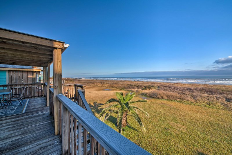 Admire the Gulf views during your stay at this 2-bedroom, 1-bathroom vacation rental house in Galveston!