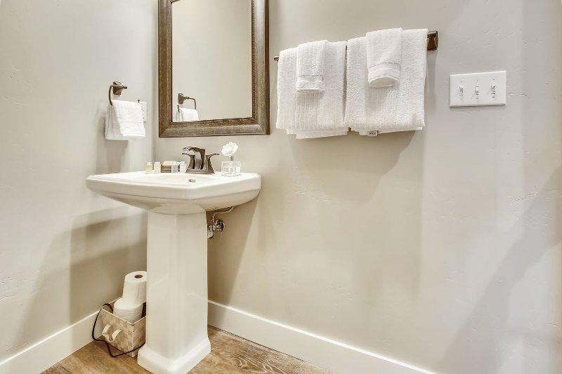 Full bathroom on the main level.