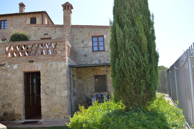 3 bedrooms house with private garden and terrace, holiday rental in Bollano
