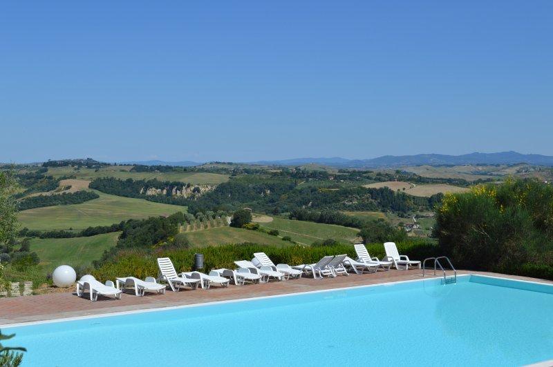 Lussuosa casa vacanze con patio privato, Toscana, con piscina panoramica, vacation rental in Chiusure