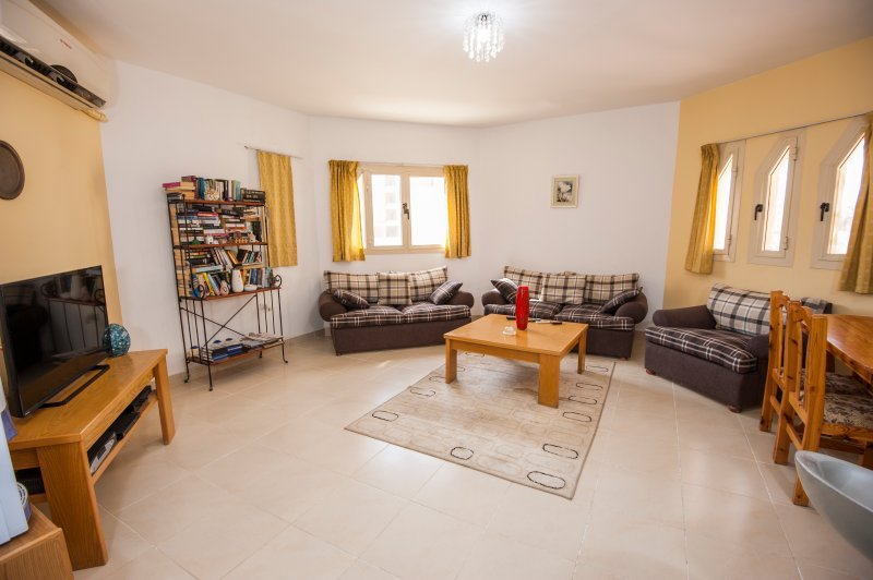 Modern 2Bed/2Bath (208) Prime location, Hurghada, vacation rental in Hurghada