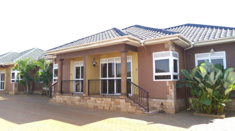 Affordable  Full house Furnished  in Kampala with # FREE AIRPORT SERVICE, location de vacances à Kampala