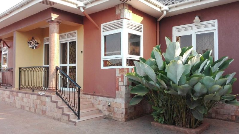 Cosy Affordable  2 bedroom furnished full house  in Kampala City, holiday rental in Kampala